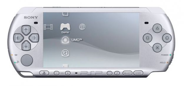 Nuovi giochi per PSP e una inedita console nei negozi in vista del Natale