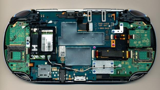 PS Vita: le foto dell'interno della console