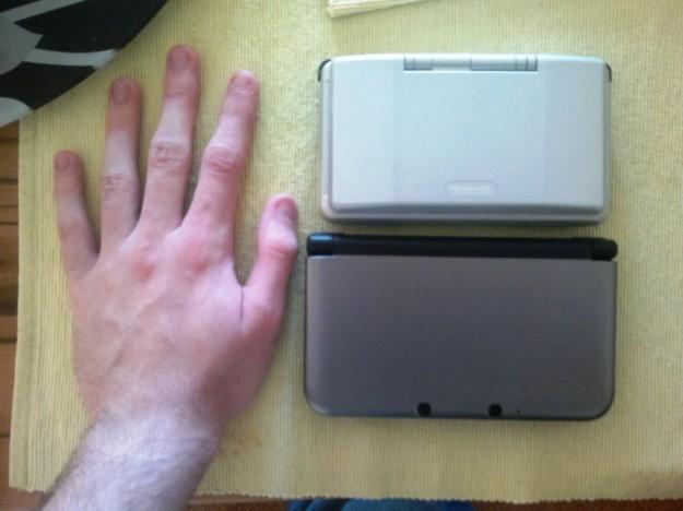 Misurare Nintendo 3DS e 3DS XL con mano