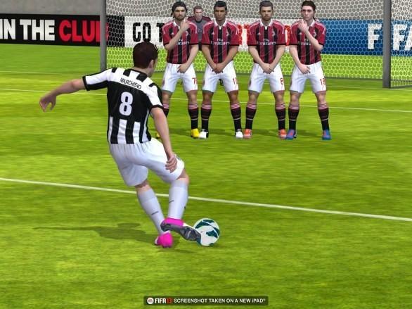 Un'azione di gioco in FIFA 13 su iPad